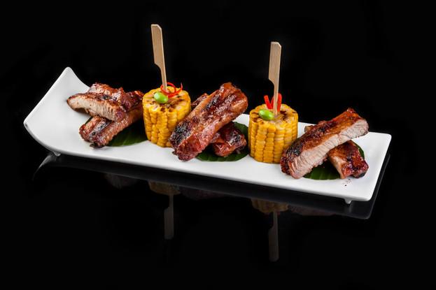 Ресторан «Якитория и Mojo», Санкт-Петербург: Свиные ребрышки, запеченные в азиатском соусе с кукурузой гриль