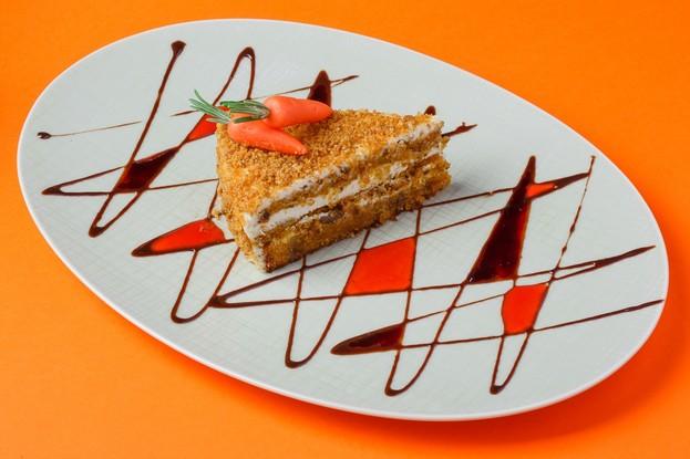 Ресторан «Ферма Бенуа», Санкт-Петербург: Морковный торт с грецкими орехами