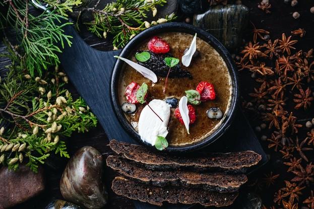 Ресторан «Dozari», Санкт-Петербург: Крем-брюле из куриной печени с мармеладом из лука и жареным черным хлебом