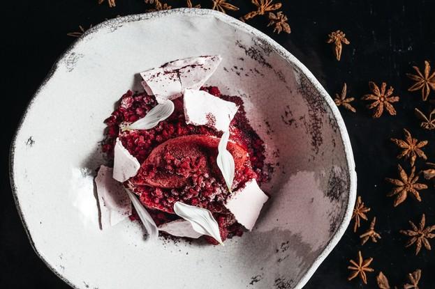 Ресторан «Dozari», Санкт-Петербург: Свежие ягоды с кремом из домашнего йогурта и малиновым граните