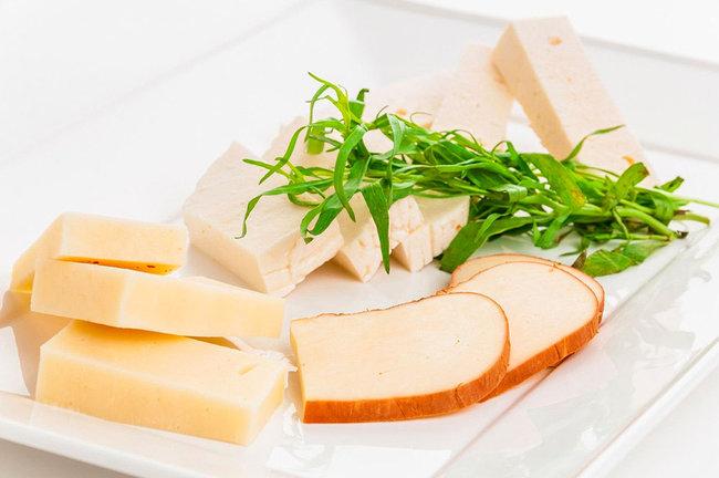 Mindal Cafe: Ассорти кавказских сыров