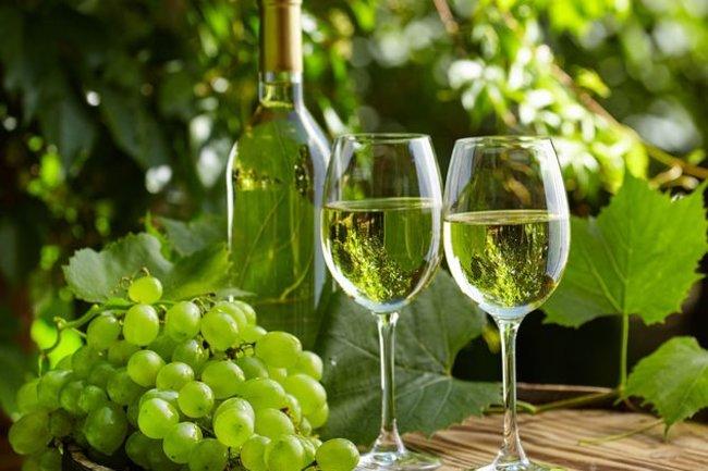 Royal Beach: Бутылка вина в подарок
