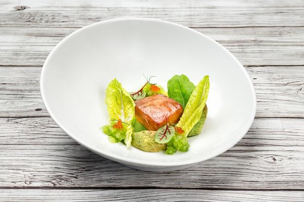 Ресторан «Летучий голландец», Санкт-Петербург: Копченый лосось с печёным авокадо и икрой