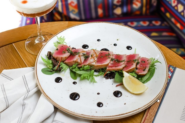 Ресторан «Serbish meat fish», Санкт-Петербург: Стейк из тунца на гриле