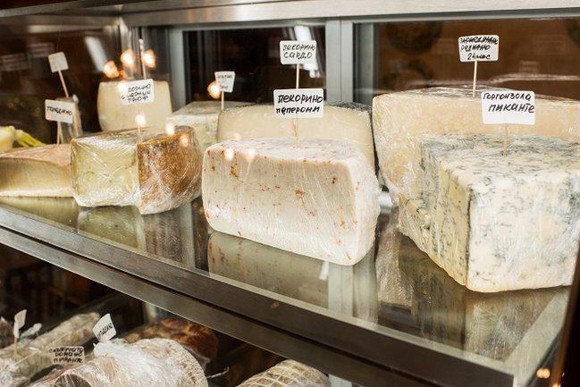 Francesco: Буфет с итальянскими сырами