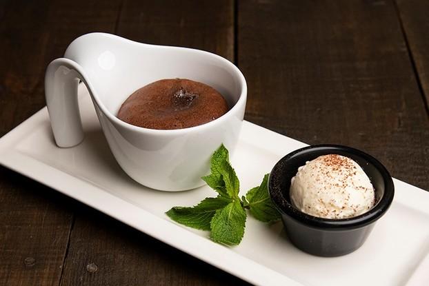 Ресторан «География», Санкт-Петербург: Горячий маффин с начинкой из жидкого шоколада
