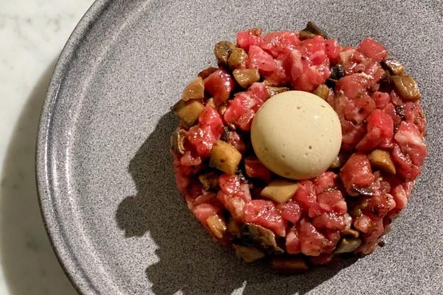 Ресторан «Bilbao», Санкт-Петербург: Тартар из говядины с трюфельным желтком