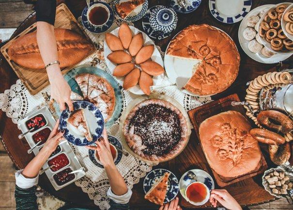 Северянин: Традиционное чаепитие