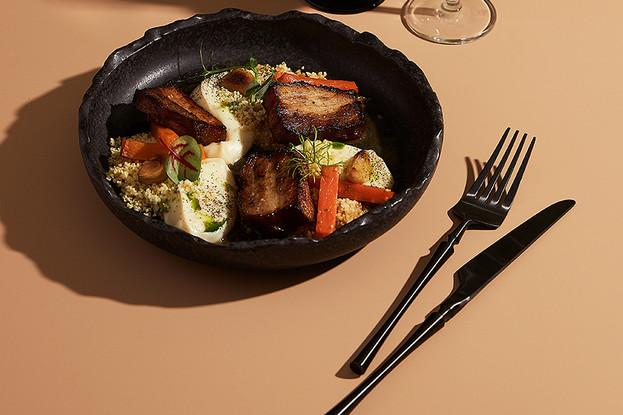 Ресторан «Nevesomost», Санкт-Петербург: Томленой Свиной бок с печенной морковью и пшеном